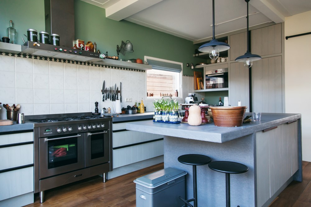 Kitchen made of Finnish plywood and imitation concrete