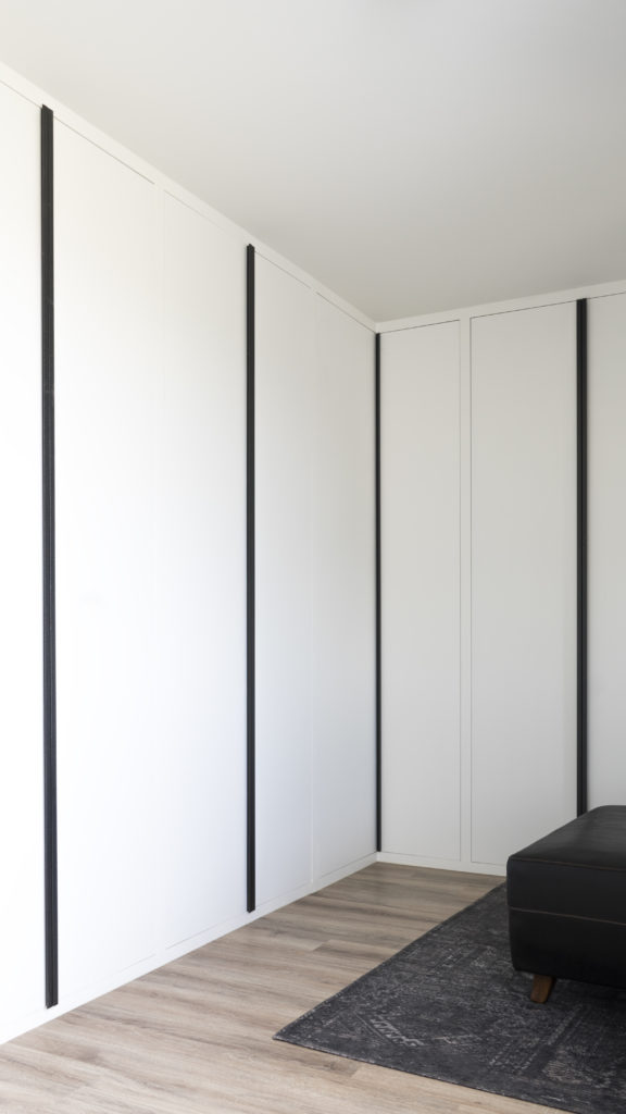 Wardrobe made of lacquered MDF with raw steel handles