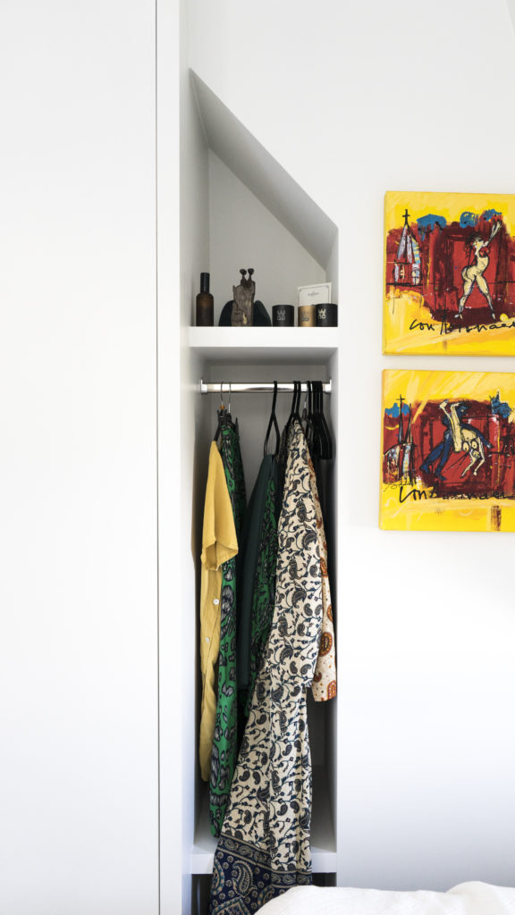 Next to the wardrobe we created  a niche that we have made into a visible wardrobe.