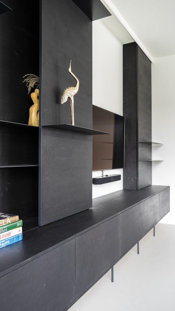 The steel shelves come out of the wall, and create a very nice and calm effect.